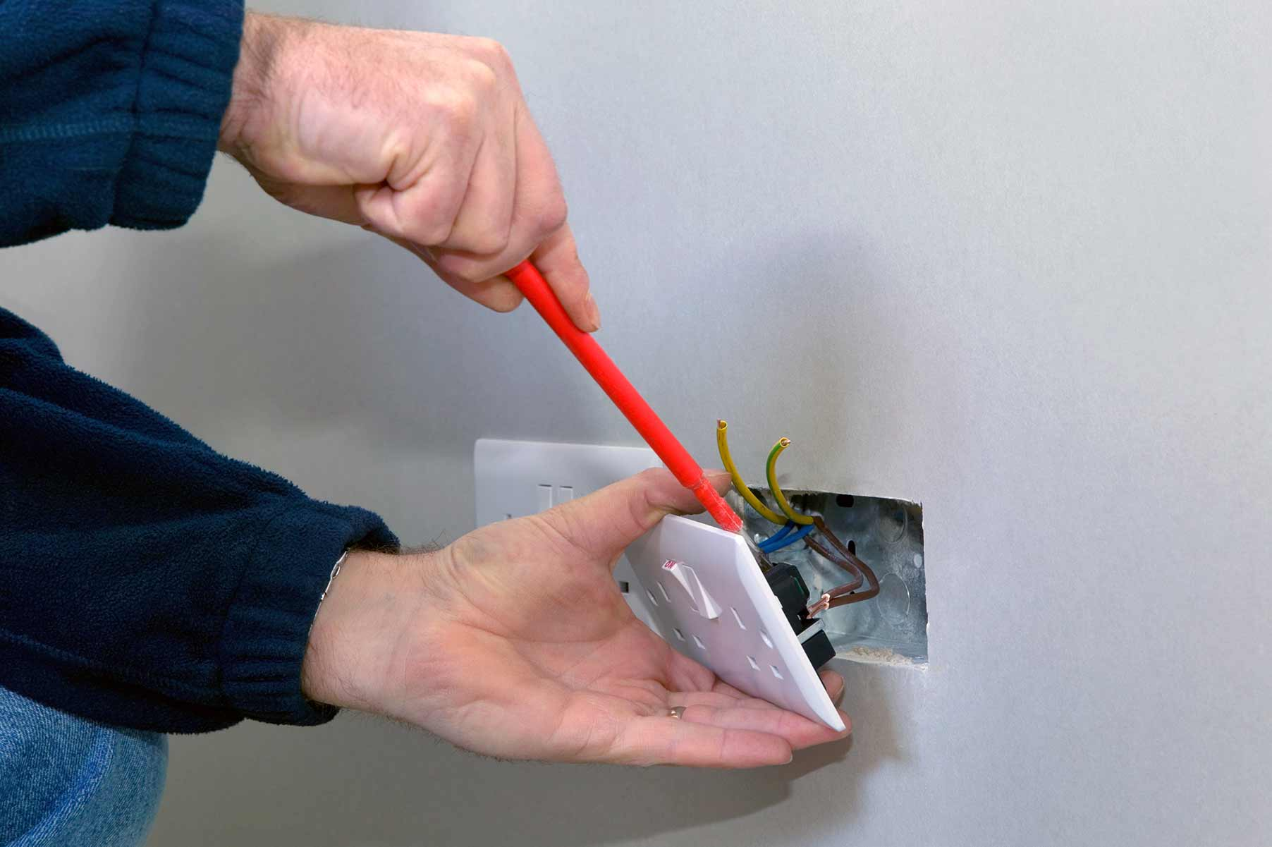Our electricians can install plug sockets for domestic and commercial proeprties in Stansted and the local area.